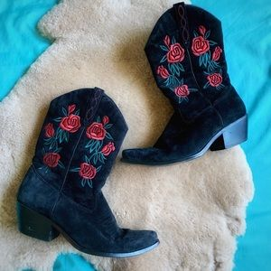 Dingo Black Suede Red Rose Embroidered Cowgirl 8